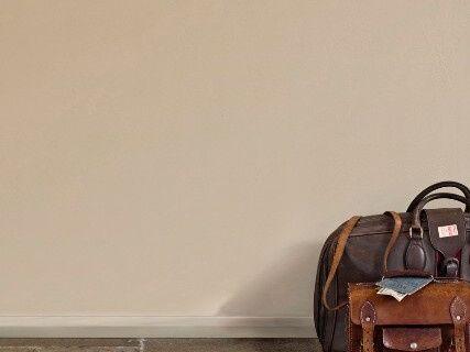 Farba na stenu Annie Sloan country grey.