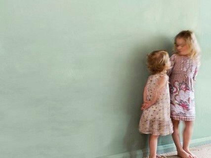 Farba na stenu Annie Sloan duck egg blue.