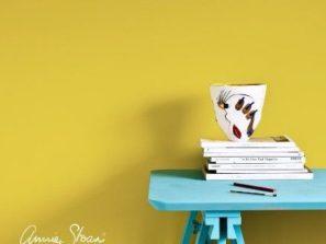 Farba nastenu Annie Sloan English yellow.