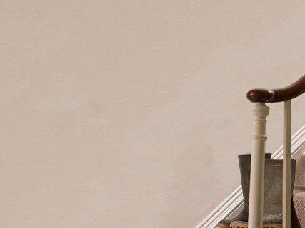 Farba na stenu Annie Sloan old ochre.