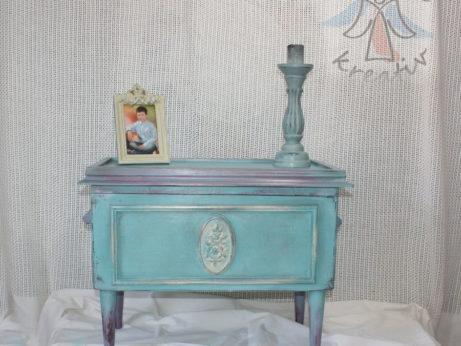 Maľovaný vojenský kufor farbou Annie Sloan.