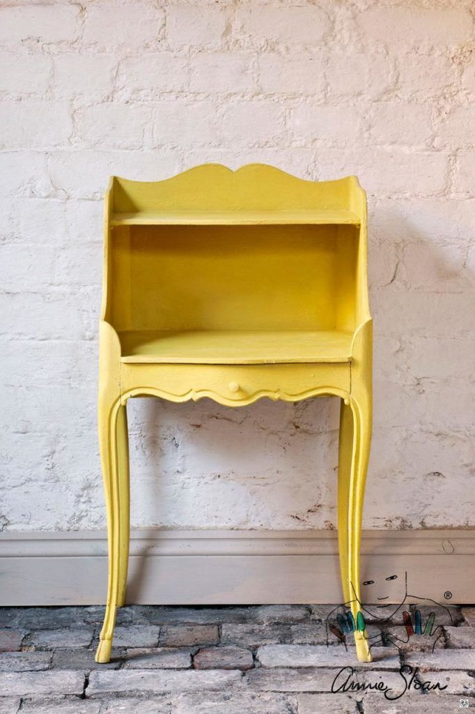 English Yellow. Jasná žltá kriedová farba.