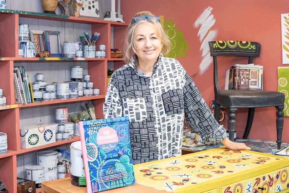Annie Sloan vobchode dizajnér, maliar, veľa inšpirácie atvorivosti.