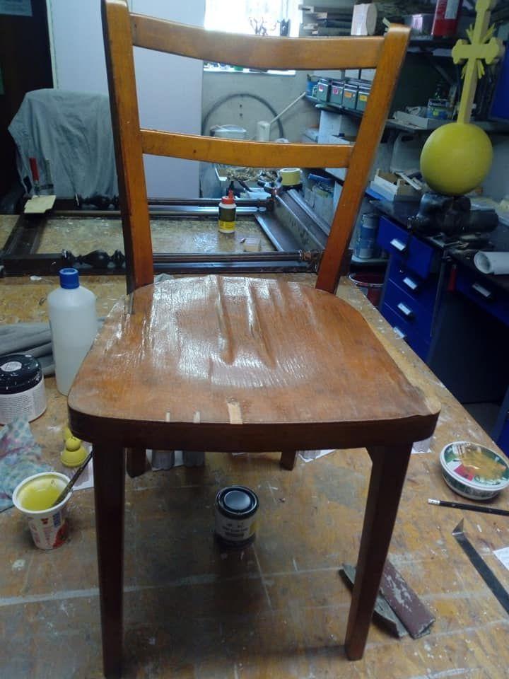 Stolička pred maľovaním kriedovou farbou nanábytok.