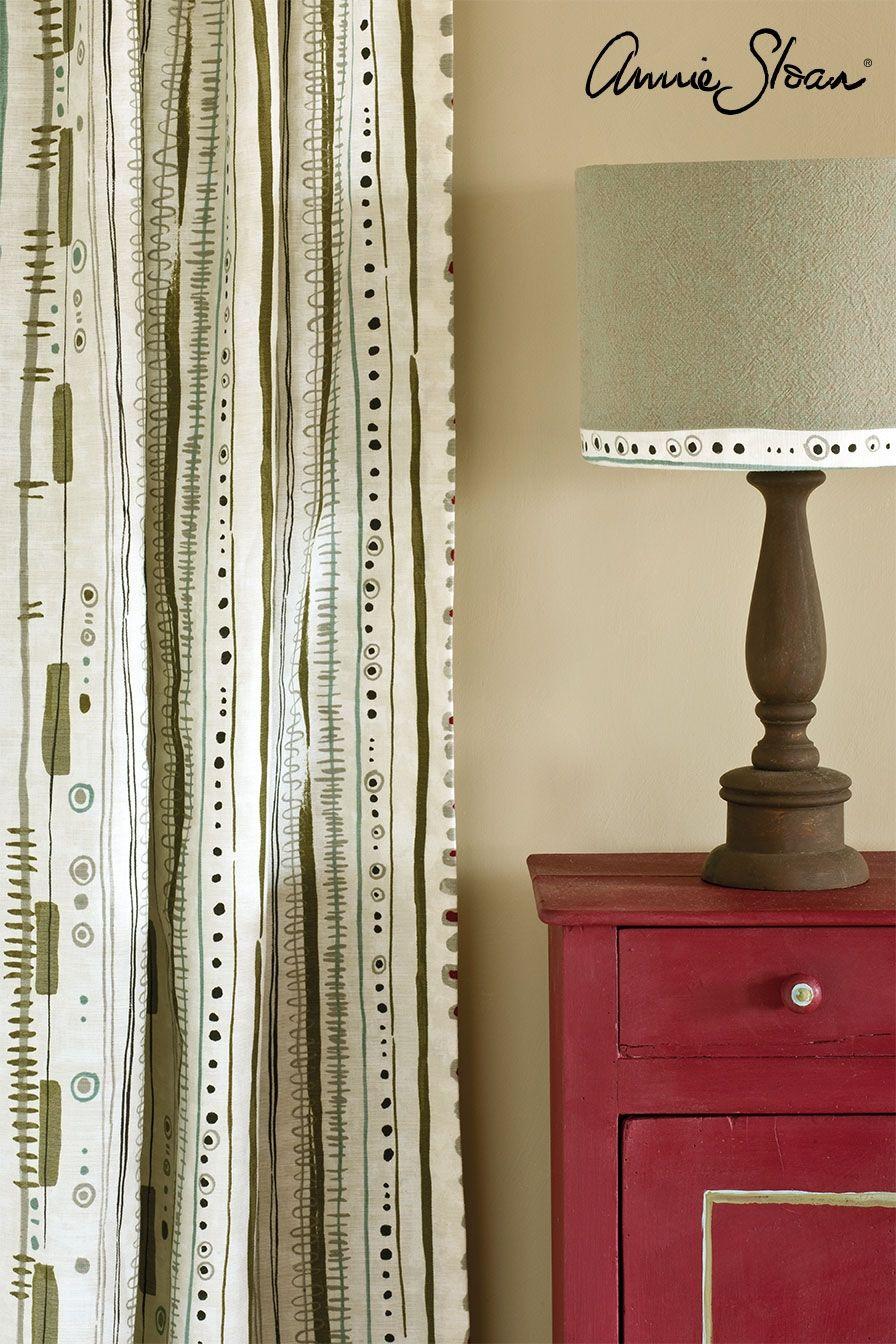 burgundy farba na nábytok aranžmán