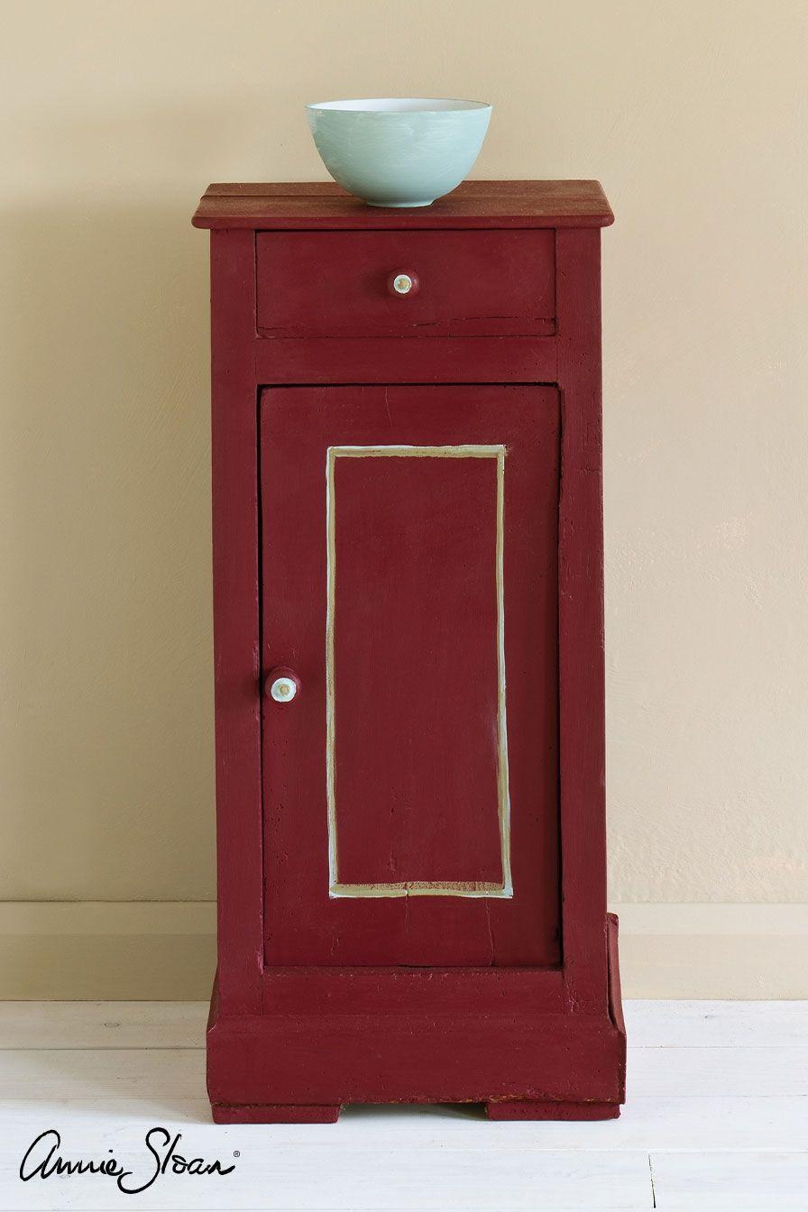 burgundy farba na nábytok skrinka